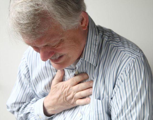Щитовидка и давление: как связаны (может ли влиять), причины и лечение