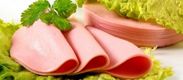 Сосиски при панкреатите: можно ли есть вареную колбасу